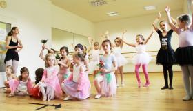 Ballet-Ensemble f. Kinder von 3-16 Jahre